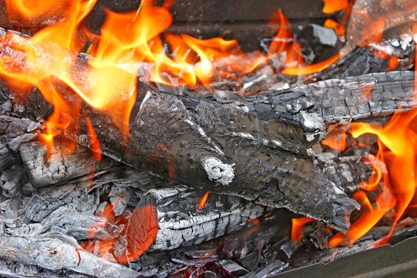 אש דולקת במירון