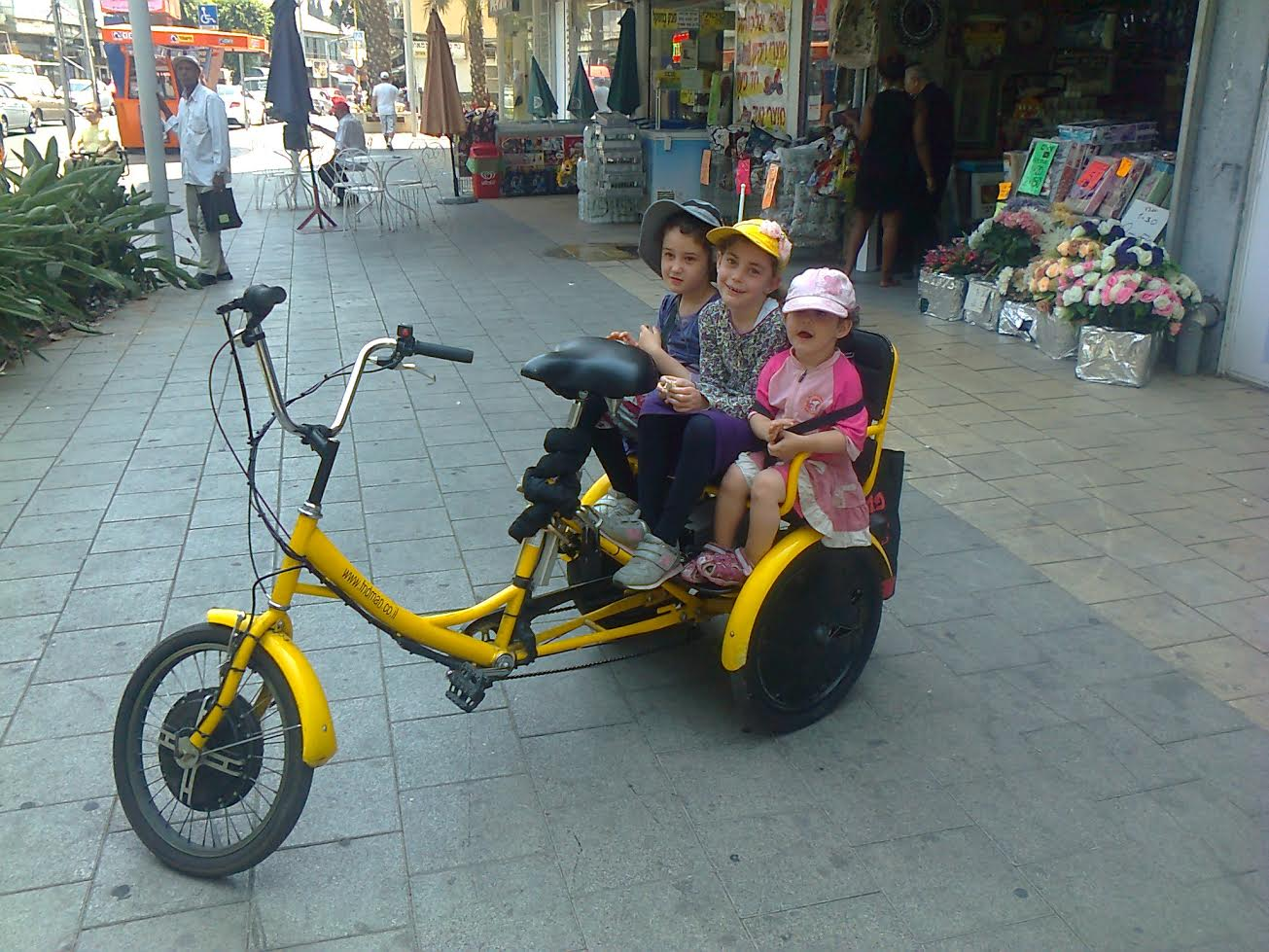 בנות על גלגלים